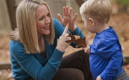 6 cách đơn giản giúp trẻ tự kỷ giao tiếp bằng mắt