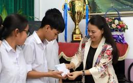 Chủ tịch Hội LHPN Việt Nam thăm, trao học bổng cho trẻ em Làng SOS