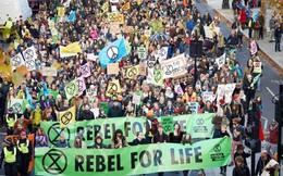 Anh: Biểu tình chống biến đổi khí hậu chưa có dấu hiệu giảm nhiệt
