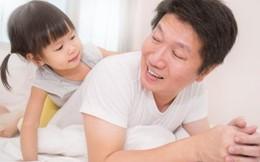 Ngỡ ngàng con gái 2 tuổi bám ba không rời sau 3 tháng xa cách