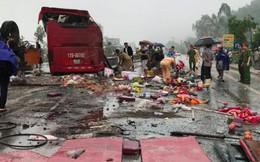 Hàng chục hành khách kêu cứu trong chiếc xe bị tai nạn