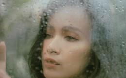 Ái Phương giới thiệu MV mới bằng bộ ảnh dưới mưa đầy gợi cảm