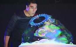 Nghệ sĩ bong bóng Fan Yang dựng sân khấu triệu đô ở Việt Nam tặng mẹ