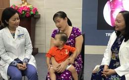 Khối u hốc mũi hiếm gặp khiến bé 15 tháng lồi mắt, nghẹt thở