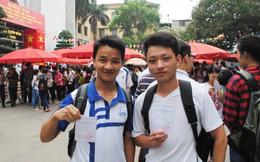 Sinh viên xếp hàng dài thực hiện quyền bầu cử