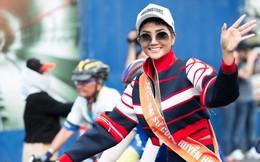 Hoa hậu H'Hen Niê chạy xe đạp quanh TPHCM Ngày 30/4