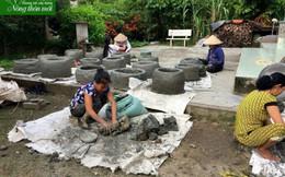 Phụ nữ Phụng Hiệp đắp lò đốt rác bảo vệ môi trường