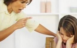 Con nhiều lần nghĩ đến cái chết vì bố mẹ đay nghiến