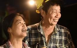 Người thân vỡ òa hạnh phúc khi đội bóng nhí Thái Lan mất tích trong hang 9 ngày được tìm thấy