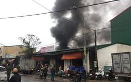 Cháy lớn ở kho mộc Thống Nhất phía sau chợ Vinh