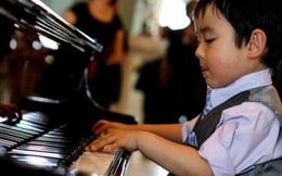 Không cần bản nhạc, Evan Lê ngẫu hứng chơi 'Mẹ hiền yêu dấu' xúc động
