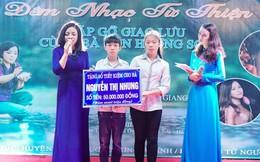 NSƯT Tố Nga nghẹn ngào hát trong đêm nhạc thiện nguyện ở Ngã ba Đồng Lộc