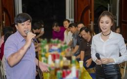 Phương Oanh 'Quỳnh búp bê' khoe giọng hát mộc khi về quê họp fan