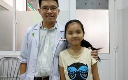 Bé gái 10 tuổi được cứu khỏi nguy cơ đột tử vì khối u nặng 1,5kg