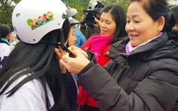 Tặng 100 mũ bảo hiểm cho học sinh