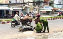 TPHCM: 2 nữ sinh bị tạt axit giữa phố