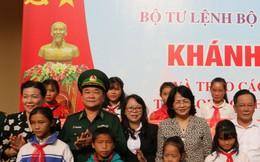 Quyền Chủ tịch nước Đặng Thị Ngọc Thịnh thăm, tặng quà và động viên nhân dân khu vực biên giới