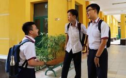 TPHCM : Kết thúc môn Toán, thí sinh phấn khởi rời khỏi phòng thi