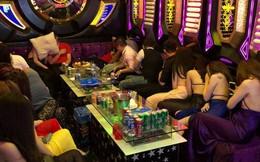 TPHCM: Hàng chục 'chân dài' mặc hở hang hát karaoke với khách