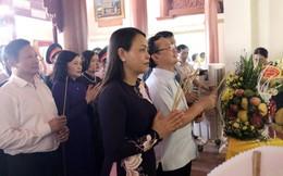 Chủ tịch Hội LHPNVN Nguyễn Thị Thu Hà dâng hương tưởng niệm các nữ liệt sĩ, anh hùng