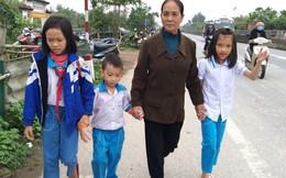 Bước chân không mỏi của người phụ nữ 20 năm đưa học sinh qua đường