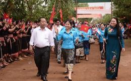 Hội LHPN Việt Nam và Lào trao học bổng, thăm mô hình kinh tế ở Gia Lai