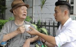 Nhạc sĩ Nguyễn Văn Tý mừng rỡ khi ca sĩ Phúc Lâm ghé thăm