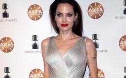 Đôi chân nuột nà của Angelina Jolie khuynh đảo thảm đỏ Annie