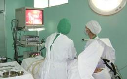 Cô gái trẻ mang khối u buồng trứng gần 2kg
