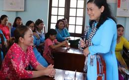 Đoàn công tác TƯ Hội LHPN Việt Nam thăm, tặng quà quân và dân ở Trường Sa