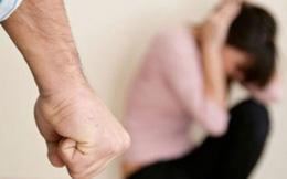 Bố để con gái bị chồng bạo hành triền miên vì sĩ diện