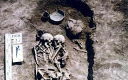 Bất ngờ cặp 'vợ chồng hài cốt' ôm nhau suốt 3.000 năm