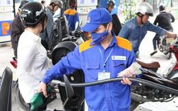 Giá xăng RON95-III tăng 923 đồng mỗi lít sau 4 lần giảm liên tiếp