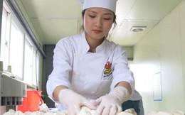 Xưởng sản xuất bánh mỳ của vợ chồng trẻ Việt ở Hàn hút khách