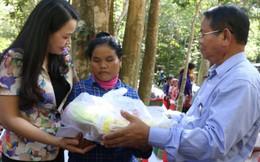 Chuyến xe hữu nghị thăm, tặng quà các hộ dân Campuchia