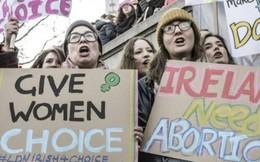 Cử tri Ireland ủng hộ bãi bỏ luật cấm phá thai khắt khe