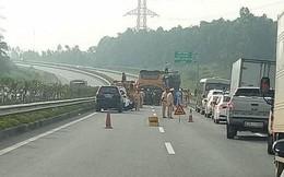 Hành khách kêu cứu thất thanh khi xe khách bị tai nạn trên cao tốc