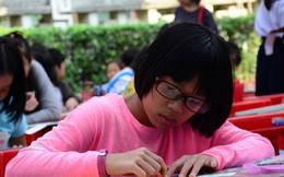 700 em nhỏ thi vẽ 'Áo dài và hoa'