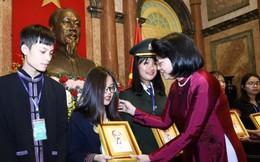 Phó Chủ tịch nước gặp mặt học sinh, thanh niên dân tộc thiểu số xuất sắc, tiêu biểu