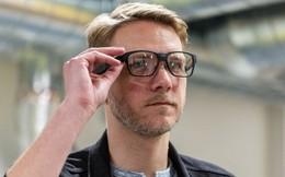 Đeo kính Vaunt có thể nối mạng cả khi 2 tay xách đồ, miệng đang trò chuyện