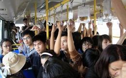 Chuyện ghi ở xe buýt: 'Anh ta dí... làm ướt áo tôi'