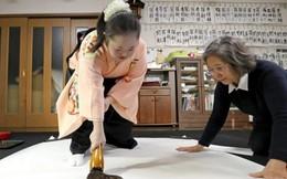 Cô gái Nhật Bản bị bệnh Down lập kỷ lục về viết thư pháp
