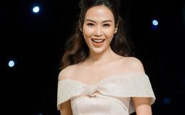 43 tuổi, Hoa hậu Thu Thủy vẫn tự tin làm vedette trên sàn diễn