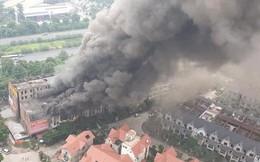 Hà Nội: Cháy lớn cạnh Thiên Đường Bảo Sơn, nhiều biệt thự chìm trong khói