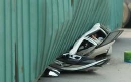 Container lật đè bẹp xe ô tô khiến 2 người tử vong