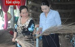 Giúp chị em phụ nữ thoát nghèo bằng... chổi cọng dừa