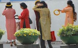 Áo dài thưa thớt trên phố Sài Gòn