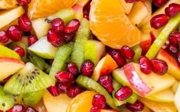 Salad trái cây mùa đông sắc màu nhìn là muốn ăn