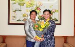 Cùng vun đắp để phụ nữ 2 nước Việt - Lào thắm tình đoàn kết