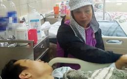Mẹ khóc ngất khi con uống thuốc diệt cỏ do bị đình chỉ học